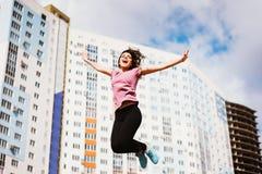 La muchacha ganó un apartamento en la lotería Foto de archivo