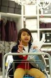 La muchacha goza el hacer compras Fotografía de archivo libre de regalías