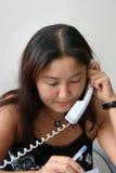 La muchacha habla por el teléfono Foto de archivo libre de regalías