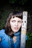 La muchacha hace una cara imágenes de archivo libres de regalías