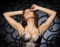 La muchacha hermosa con el pecho grande Imagen de archivo