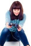 La muchacha hermosa consigue enojada, juega a los juegos video Fotos de archivo