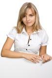 La muchacha hermosa del asunto con una hoja en blanco Imágenes de archivo libres de regalías