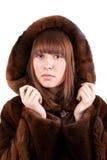 La muchacha hermosa en un abrigo de pieles del visión Imagen de archivo