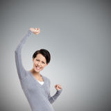 La muchacha hermosa gesticula los puños triunfales Fotografía de archivo