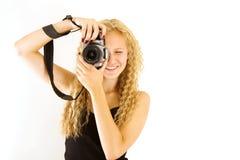 La muchacha hermosa joven con la cámara Fotos de archivo libres de regalías