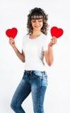 La muchacha hermosa joven guarda el corazón Fotos de archivo