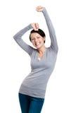 La muchacha hermosa que gesticula los puños triunfales es feliz Fotografía de archivo