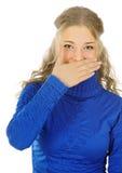 La muchacha hermosa ríe en su mano. Foto de archivo libre de regalías