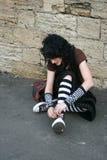 La muchacha implica sus cordones Imágenes de archivo libres de regalías