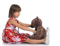 La muchacha juega al doctor Foto de archivo libre de regalías