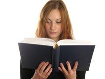 La muchacha leyó el libro. escriba su texto Foto de archivo libre de regalías