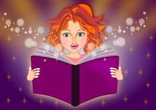 La muchacha leyó un libro mágico Foto de archivo