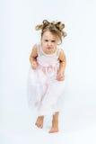 La muchacha linda con la concentración intensa de cara que corría a vino Imagen de archivo libre de regalías