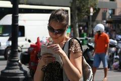 La muchacha llega Imágenes de archivo libres de regalías