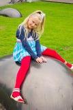 La muchacha miente bola Imagen de archivo