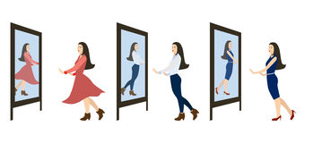 La muchacha mira en el espejo Foto de archivo