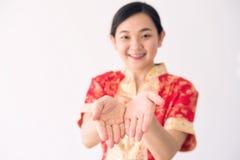 La muchacha pide el dinero durante Año Nuevo chino Foto de archivo