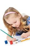 La muchacha pinta las pinturas Fotos de archivo