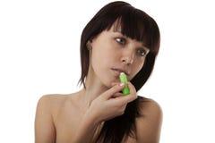 La muchacha pinta sus labios Imagen de archivo libre de regalías