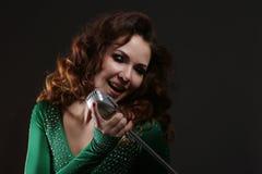 La muchacha que canta Foto de archivo libre de regalías