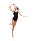 La muchacha que salta en ropa interior negra del algodón Foto de archivo libre de regalías