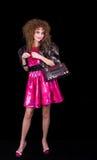 La muchacha retra con el bolso tiene gusto de la radio Imagen de archivo libre de regalías