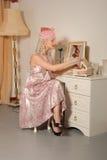 La muchacha retra linda en años '50 se viste y sombrero Imagen de archivo libre de regalías