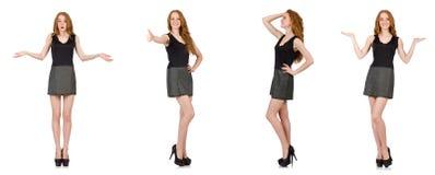 La muchacha roja del pelo en el vestido gris aislado en blanco Foto de archivo libre de regalías