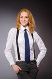 La muchacha roja del pelo en estilo clásico contra gris Fotografía de archivo libre de regalías