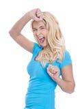 La muchacha rubia entusiasta joven aislada en camisa azul pasó exa Foto de archivo libre de regalías