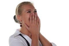 La muchacha rubia joven está gritando Foto de archivo libre de regalías
