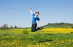 La muchacha salta Imagenes de archivo
