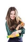 La muchacha sana con agua y la manzana adietan la sonrisa en blanco Foto de archivo