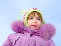 La muchacha se vistió en ropa del invierno Imagenes de archivo