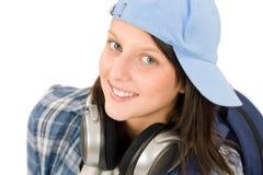 La muchacha sonriente del adolescente disfruta de música con los auriculares Imagen de archivo libre de regalías