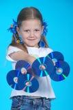 La muchacha sostiene el CD 6 Imágenes de archivo libres de regalías