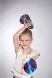 La muchacha sostiene el CD Imágenes de archivo libres de regalías