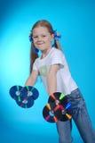 La muchacha sostiene el CD Fotos de archivo