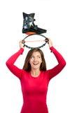 La muchacha sostiene el zapato para los saltos del kangoo en la cabeza Foto de archivo libre de regalías