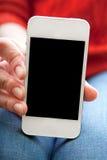 La muchacha sostiene un smartphone disponible Imagen de archivo