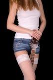 La muchacha sostiene una guitarra entre sus piernas Fotos de archivo libres de regalías