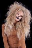 La muchacha tiene gusto de un león fotografía de archivo libre de regalías