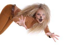 La muchacha tiene gusto de un león Foto de archivo libre de regalías