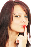 La muchacha toca sus labios por una frambuesa Fotografía de archivo