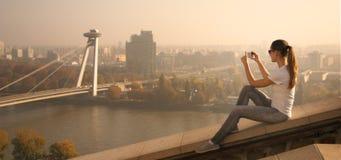 La muchacha toma la imagen Bratislava Foto de archivo libre de regalías