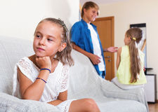 La muchacha trastornada es hermana celosa del hermanastro Imagen de archivo libre de regalías
