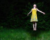 La muchacha vuela en la madera de la noche Fotos de archivo libres de regalías