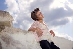 La muchacha y el cielo Foto de archivo libre de regalías