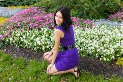 La muchacha y las flores Fotos de archivo